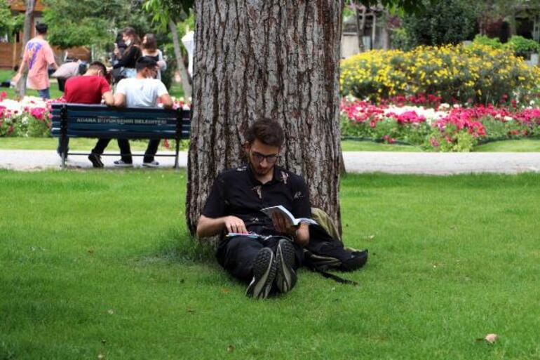 Adanada termometreler 41 dereceyi gördü Parklara akın ettiler...